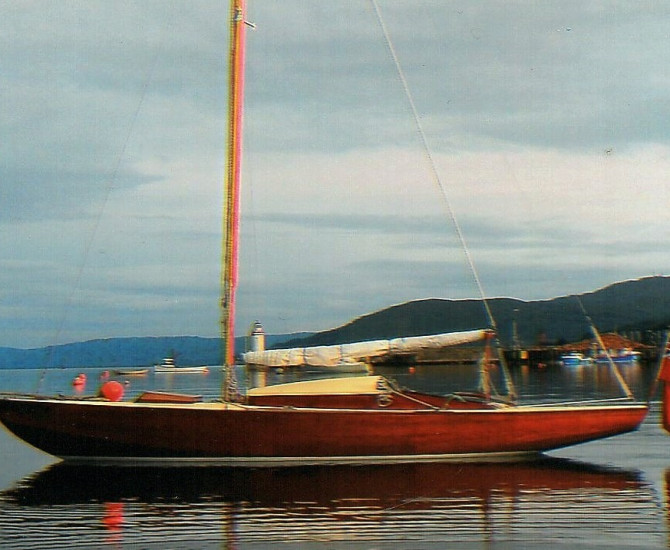 Varnished Classic Day Boat