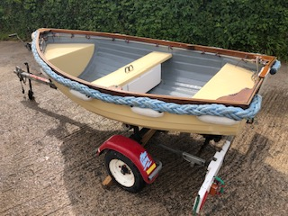Simulated Clinker rowing dinghy